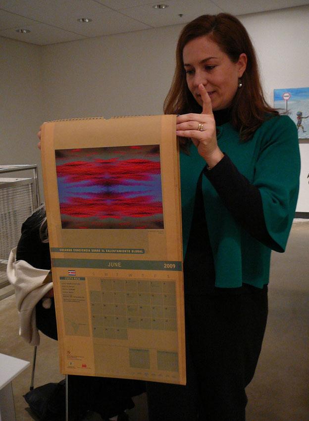 Maria Antonieta muestra el calendario